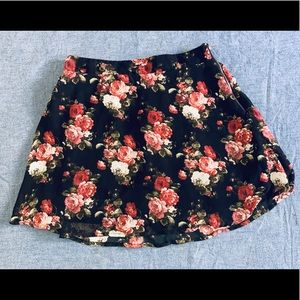 Mini skirt with roses